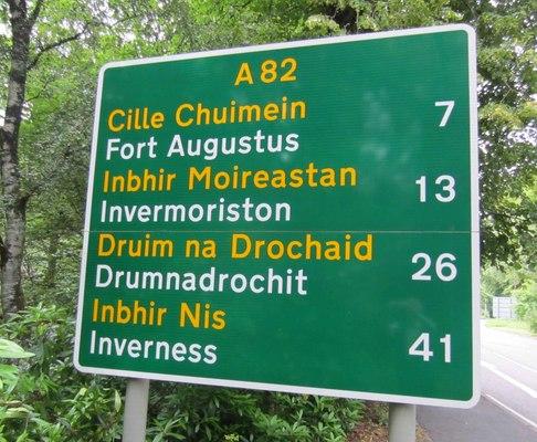 1656045drumnadrochit_bilingual_roadsign.jpg