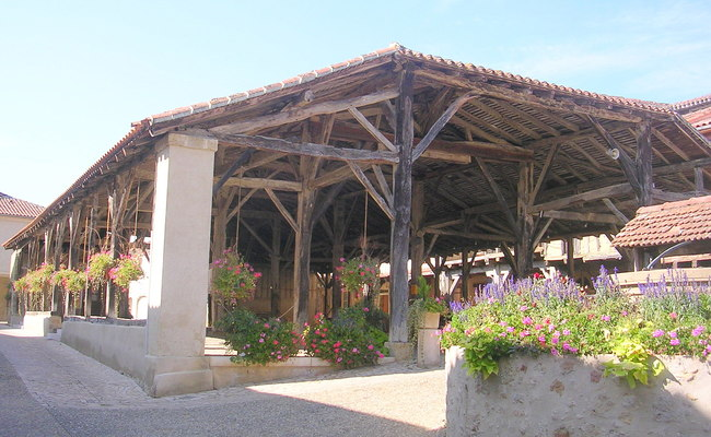 Halle de Bassoues (La hala de Bassoas)